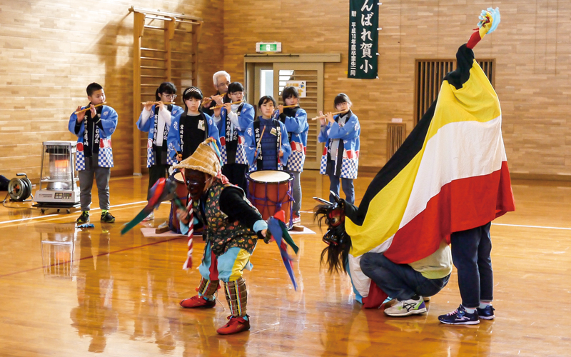 加美町立賀美石小学校<br /> 「鳥屋ケ崎獅子舞」