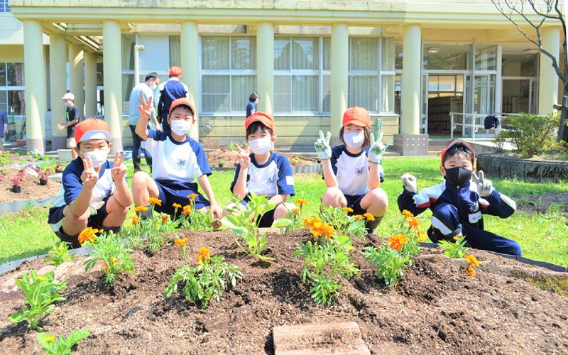 富山市立船峅小学校<br /> 「学校花壇作り」